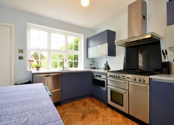 3 bed property to rent in Midholm, Hampstead Garden Suburb, London NW11