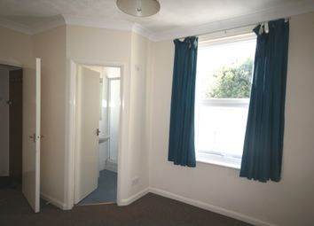 Thumbnail 1 bed flat to rent in Walnut Road, Torquay