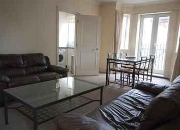 Thumbnail 2 bed flat to rent in Siver Crescent, Chiswick
