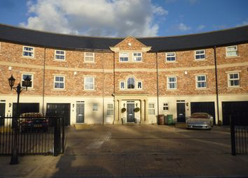 Thumbnail 5 bed town house to rent in Brook Street, Wakefield