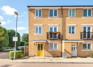 Wander Wharf, Kings Langley WD4. 3 bed town house