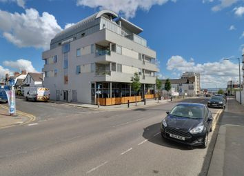 2 bed flat to rent in Broadway, Leigh-On-Sea SS9