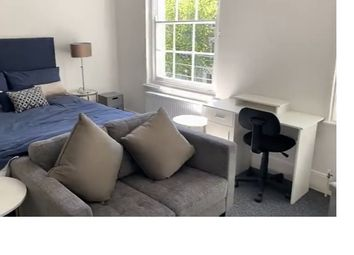 Thumbnail Studio to rent in Gloucester Crescent, London