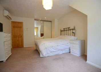 Room to rent in Penns Wood, Farnborough GU14