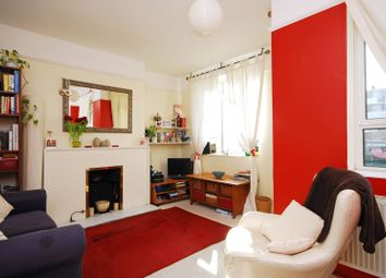 2 bed flat to rent in Patmore Estate, Battersea, London SW8