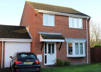 Thumbnail 3 bed link-detached house for sale in Spurcroft Road, Thatcham
