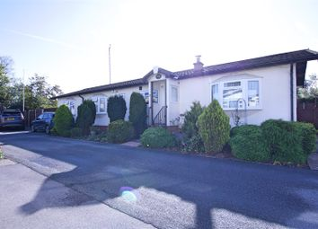 Cranbourne Hall Park, Winkfield, Windsor SL4. 3 bed mobile/park home