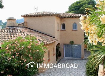 Thumbnail 3 bed villa for sale in Hyères, France