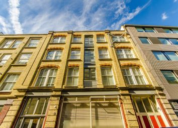 Thumbnail 3 bed flat to rent in Great Sutton Street, Clerkenwell
