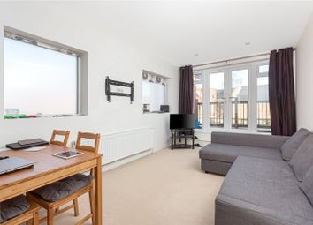 Askew Road, London W12. 1 bed flat