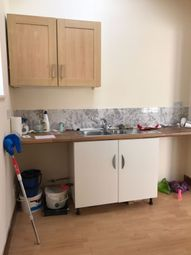 Thumbnail 1 bed flat to rent in Connaught Rd, Ilford
