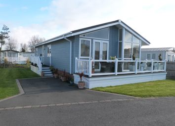 Warners Lane, Selsey, Chichester PO20. 2 bed lodge for sale