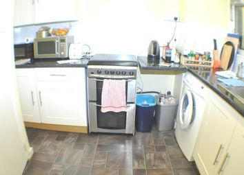 Thumbnail 3 bed flat to rent in Whitechapel, London