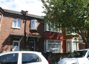 Thumbnail 2 bedroom flat to rent in Fleetwood Avenue, Westcliff-On-Sea