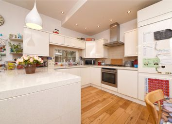 2 bed flat for sale in Sedgemere Avenue, London N2