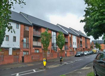 Thumbnail 2 bed flat to rent in Oakridge Road, Basingstoke