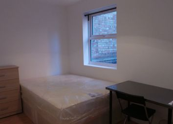 Thumbnail 5 bed flat to rent in Kingsland Road, London