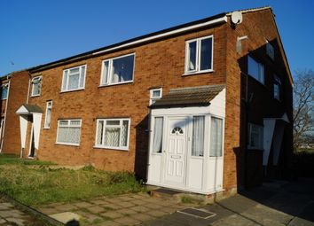 2 bed maisonette to rent in Bush Close, Newbury Park, Ilford IG2