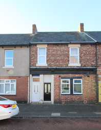 Thumbnail 3 bed flat to rent in Stratford Road, Newcastle