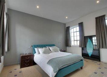 Thumbnail 2 bed flat to rent in Upper Brook Street, London