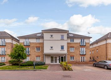 2 bed flat to rent in Fairwater Drive, Shepperton TW17