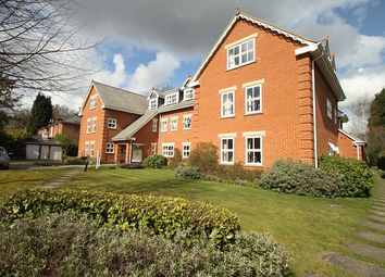 2 bed flat to rent in Broomhall Road, Horsell, Woking GU21