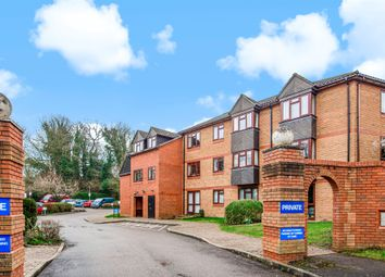 Crescent Dale, Shoppenhangers Road, Maidenhead SL6. 2 bed flat for sale