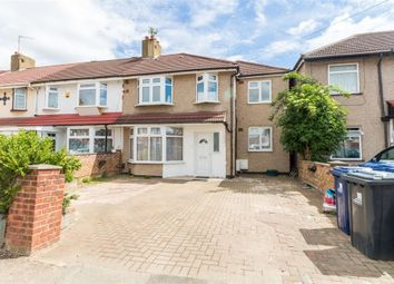 Thumbnail 2 bedroom flat for sale in Brooklands Drive, Perivale, Middlesex