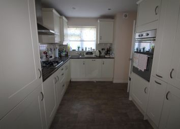 3 bed property for sale in Abbots Close, Rainham RM13