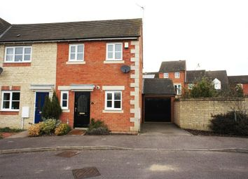Thumbnail 2 bed property to rent in Sanderling Close, Bicester