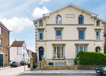 2 bed flat to rent in Friars Stile Road, Richmond, Surrey TW10