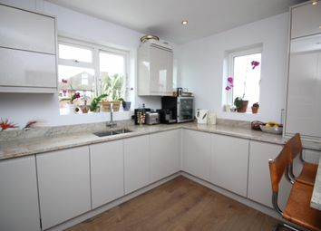 Thumbnail 2 bed flat to rent in Sugden Road, Thames Ditton