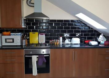 Thumbnail 3 bed duplex to rent in Earlsfield Rd, Wandsworth