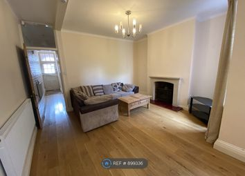 Thumbnail 4 bed flat to rent in Knighton Road, Leicester