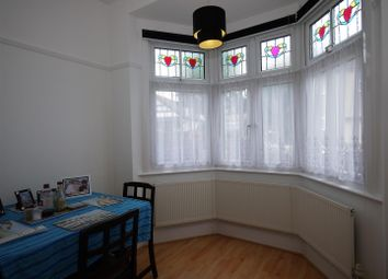 Thumbnail 2 bedroom flat for sale in Ennismore Gardens, Southend-On-Sea