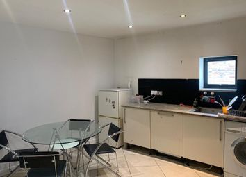 Thumbnail Room to rent in Tavistock Mews, London