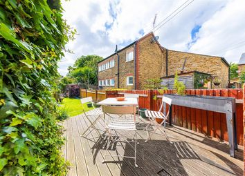 2 bed maisonette for sale in Radbourne Road, London SW12