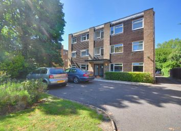 2 bed flat to rent in Rosemary Court, The Avenue, Hatch End, Middlesex HA5