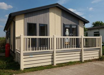 Thumbnail 2 bed mobile/park home for sale in Worthing Road, Rustington, Littlehampton