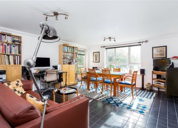 Greenview Close, London W3. 2 bed flat