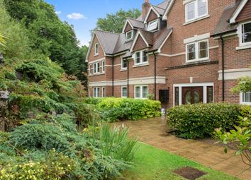 2 bed flat to rent in Portsmouth Road, Esher KT10
