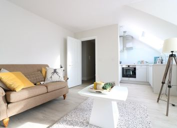 Thumbnail 1 bed flat to rent in Montpelier Road, Ealing, London.