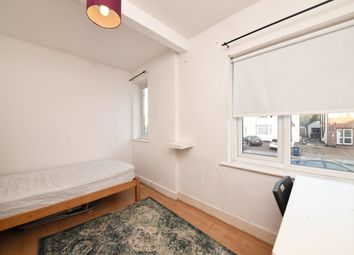 Thumbnail Room to rent in Selborne Gardens, London