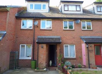 2 bed maisonette to rent in Mead Avenue, Langley, Slough SL3