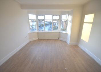 2 bed flat to rent in Cranbrook Road, Ilford IG2