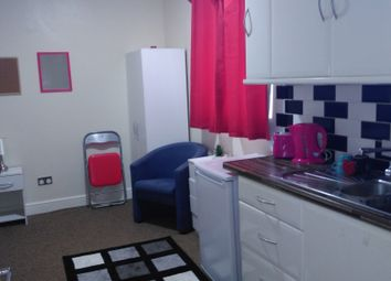 Thumbnail Studio to rent in Mawney Road, Romford RM7,