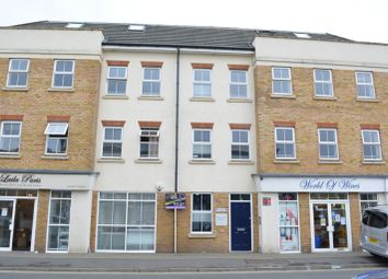2 bed flat to rent in Station Road, Horley RH6