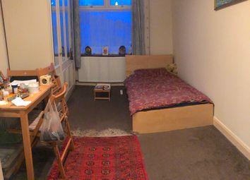 Thumbnail Studio to rent in Croft Road, Harrow