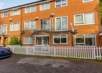 3 bed flat to rent in Westhall Road, Warlingham CR6