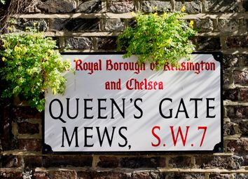 Queens Gate Mews, South Kensington, London SW7. 3 bed flat